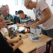 Repair Café Hilversum 5 nov. Lopes Dias: 'fietslichten fixen'